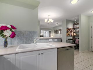 "Photo 11: 301 2755 MAPLE Street in Vancouver: Kitsilano Condo for sale in ""THE DAVENPORT"" (Vancouver West)  : MLS®# R2122011"