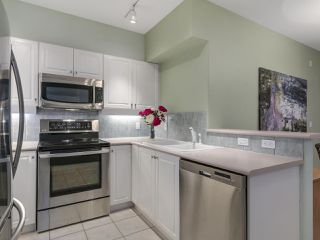 "Photo 9: 301 2755 MAPLE Street in Vancouver: Kitsilano Condo for sale in ""THE DAVENPORT"" (Vancouver West)  : MLS®# R2122011"