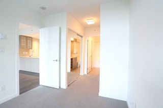 Photo 5: 501 5598 ORMIDALE Street in Vancouver: Collingwood VE Condo for sale (Vancouver East)  : MLS®# R2137085