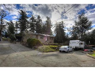 Photo 3: 3983 Holland Avenue in VICTORIA: SW Strawberry Vale Single Family Detached for sale (Saanich West)  : MLS®# 374483