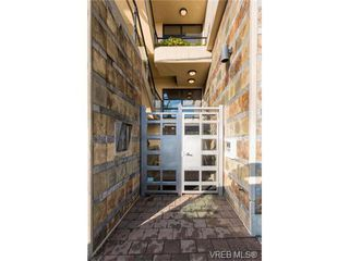 Photo 2: 206 1831 Oak Bay Ave in VICTORIA: Vi Fairfield East Condo Apartment for sale (Victoria)  : MLS®# 752253