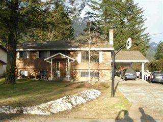 Photo 1: 21214 MOUNTVIEW Crescent in Hope: Hope Kawkawa Lake House for sale : MLS®# R2149431