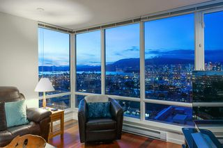 """Photo 8: 802 2483 SPRUCE Street in Vancouver: Fairview VW Condo for sale in """"Skyline"""" (Vancouver West)  : MLS®# R2151780"""
