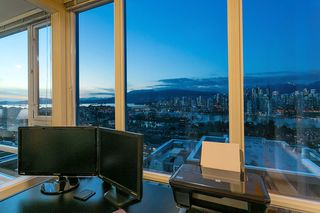 """Photo 15: 802 2483 SPRUCE Street in Vancouver: Fairview VW Condo for sale in """"Skyline"""" (Vancouver West)  : MLS®# R2151780"""