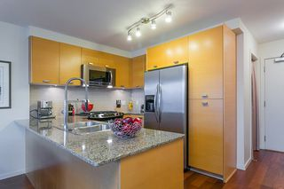 """Photo 11: 802 2483 SPRUCE Street in Vancouver: Fairview VW Condo for sale in """"Skyline"""" (Vancouver West)  : MLS®# R2151780"""