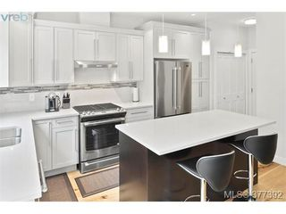 Photo 3: 2943 Burlington Crescent in VICTORIA: La Langford Lake Single Family Detached for sale (Langford)  : MLS®# 377392