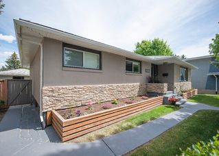 Photo 2: 1216 Cross Crescent SW in : Chinook Park House for sale (Calgary)  : MLS®# C4121748