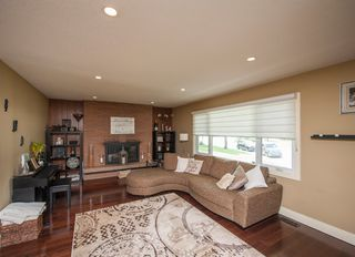Photo 3: 1216 Cross Crescent SW in : Chinook Park House for sale (Calgary)  : MLS®# C4121748