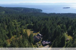 Main Photo: 650 Laura Road in Bowen Island: Bowen Bay House for sale : MLS®# R2187704