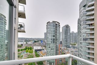 "Photo 14: 1903 550 TAYLOR Street in Vancouver: Downtown VW Condo for sale in ""Taylor"" (Vancouver West)  : MLS®# R2190967"