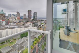 "Photo 17: 1903 550 TAYLOR Street in Vancouver: Downtown VW Condo for sale in ""Taylor"" (Vancouver West)  : MLS®# R2190967"