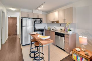 "Photo 12: 1903 550 TAYLOR Street in Vancouver: Downtown VW Condo for sale in ""Taylor"" (Vancouver West)  : MLS®# R2190967"