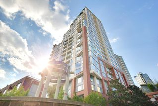 "Photo 3: 1903 550 TAYLOR Street in Vancouver: Downtown VW Condo for sale in ""Taylor"" (Vancouver West)  : MLS®# R2190967"