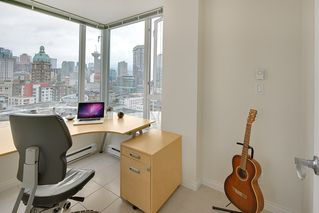 "Photo 5: 1903 550 TAYLOR Street in Vancouver: Downtown VW Condo for sale in ""Taylor"" (Vancouver West)  : MLS®# R2190967"