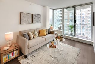 "Photo 7: 1903 550 TAYLOR Street in Vancouver: Downtown VW Condo for sale in ""Taylor"" (Vancouver West)  : MLS®# R2190967"