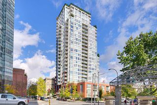 "Photo 2: 1903 550 TAYLOR Street in Vancouver: Downtown VW Condo for sale in ""Taylor"" (Vancouver West)  : MLS®# R2190967"