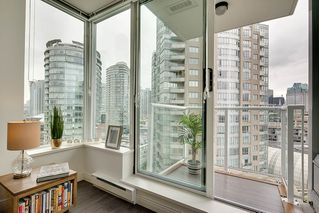"Photo 6: 1903 550 TAYLOR Street in Vancouver: Downtown VW Condo for sale in ""Taylor"" (Vancouver West)  : MLS®# R2190967"