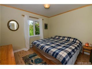 Photo 3: 437 Arnold Avenue in VICTORIA: Vi Fairfield West Residential for sale (Victoria)  : MLS®# 351215