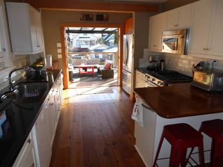 Photo 7: 2570 DUNDAS Street in Vancouver: Hastings East House for sale (Vancouver East)  : MLS®# R2241909