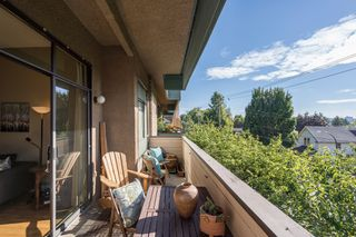 "Photo 11: 308 1516 CHARLES Street in Vancouver: Grandview VE Condo for sale in ""Garden Terrace"" (Vancouver East)  : MLS®# R2302438"