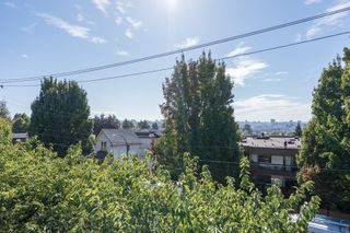 "Photo 7: 308 1516 CHARLES Street in Vancouver: Grandview VE Condo for sale in ""Garden Terrace"" (Vancouver East)  : MLS®# R2302438"
