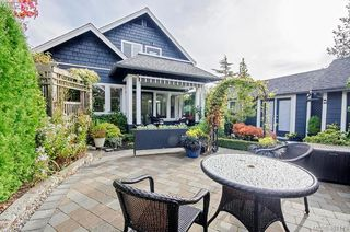 Photo 3: 922 Lawndale Avenue in VICTORIA: Vi Fairfield East Single Family Detached for sale (Victoria)  : MLS®# 401173