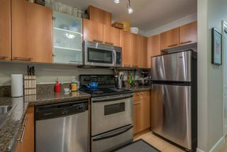 """Photo 11: 403 1718 VENABLES Street in Vancouver: Grandview VE Condo for sale in """"CITY VIEW TERRACES"""" (Vancouver East)  : MLS®# R2327444"""