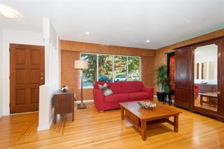 Photo 4: 2509 LAURALYNN Drive in North Vancouver: Westlynn House for sale : MLS®# R2359642