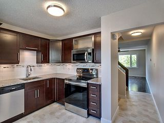 Photo 3: 125 Callingwood Two in Edmonton: Zone 20 Townhouse for sale : MLS®# E4159257
