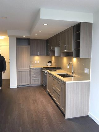 """Photo 5: 703 5470 ORMIDALE Street in Vancouver: Collingwood VE Condo for sale in """"WALL CENTRE CENTRAL PARK TOWER 3"""" (Vancouver East)  : MLS®# R2379325"""