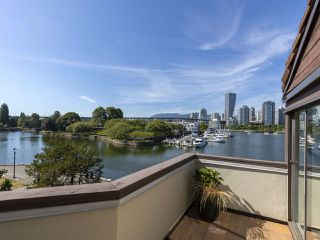 """Photo 13: 1128 IRONWORK PASSAGE in Vancouver: False Creek Townhouse for sale in """"SPRUCE VILLAGE"""" (Vancouver West)  : MLS®# R2382408"""