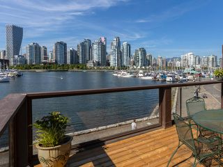"Photo 2: 1128 IRONWORK PASSAGE in Vancouver: False Creek Townhouse for sale in ""SPRUCE VILLAGE"" (Vancouver West)  : MLS®# R2382408"