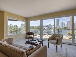 """Photo 5: 1128 IRONWORK PASSAGE in Vancouver: False Creek Townhouse for sale in """"SPRUCE VILLAGE"""" (Vancouver West)  : MLS®# R2382408"""