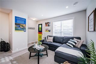 Photo 5: 122 Cranbrook Square SE in Calgary: Cranston Row/Townhouse for sale : MLS®# C4256095