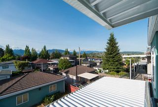 Photo 2: 3233 E 2ND Avenue in Vancouver: Renfrew VE House for sale (Vancouver East)  : MLS®# R2388761