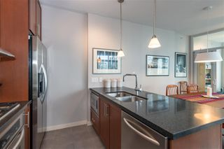 """Photo 6: 2206 1189 MELVILLE Street in Vancouver: Coal Harbour Condo for sale in """"THE MELVILLE"""" (Vancouver West)  : MLS®# R2409102"""