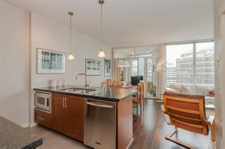 """Photo 2: 2206 1189 MELVILLE Street in Vancouver: Coal Harbour Condo for sale in """"THE MELVILLE"""" (Vancouver West)  : MLS®# R2409102"""