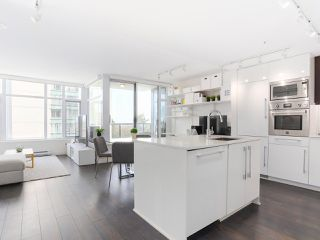 """Photo 2: 601 188 AGNES Street in New Westminster: Downtown NW Condo for sale in """"ELLIOT"""" : MLS®# R2446584"""