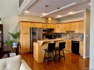 Photo 3: 3 4079 Douglas St in : SE High Quadra Row/Townhouse for sale (Saanich East)  : MLS®# 856106