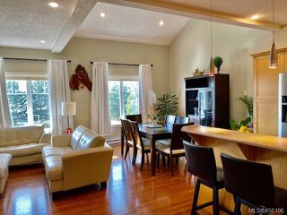 Photo 4: 3 4079 Douglas St in : SE High Quadra Row/Townhouse for sale (Saanich East)  : MLS®# 856106