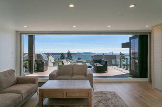 "Photo 10: 15114 BUENA VISTA Avenue: White Rock House for sale in ""White Rock Hillside"" (South Surrey White Rock)  : MLS®# R2527396"