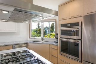 "Photo 16: 15114 BUENA VISTA Avenue: White Rock House for sale in ""White Rock Hillside"" (South Surrey White Rock)  : MLS®# R2527396"