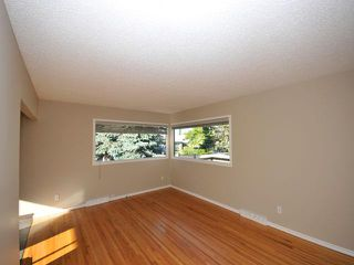 Photo 3: 16 Foxwell Road SE in Calgary: Fairview Residential Detached Single Family for sale : MLS®# C3644346