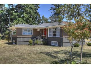 Photo 2: 300 Kenning Court in VICTORIA: Co Lagoon Single Family Detached for sale (Colwood)  : MLS®# 353425