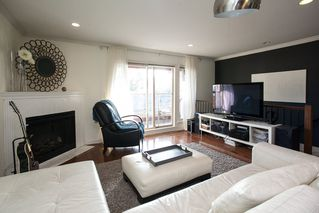 "Photo 3: 9 14921 THRIFT Avenue: White Rock Townhouse for sale in ""Nicole Place"" (South Surrey White Rock)  : MLS®# R2036122"
