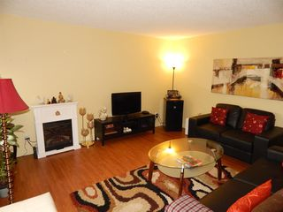 "Photo 1: 406 1026 QUEENS Avenue in New Westminster: Uptown NW Condo for sale in ""AMARA TERRACE"" : MLS®# R2064954"
