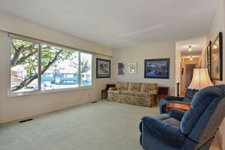 Photo 4: 9091 BUCHANAN Place in Surrey: Queen Mary Park Surrey House for sale : MLS®# R2096463
