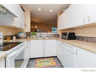 Photo 9: 102 2529 Wark St in VICTORIA: Vi Hillside Condo for sale (Victoria)  : MLS®# 742540