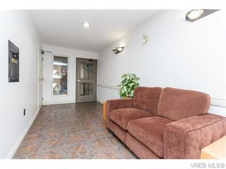 Photo 2: 102 2529 Wark St in VICTORIA: Vi Hillside Condo for sale (Victoria)  : MLS®# 742540