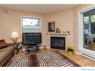 Photo 3: 102 2529 Wark St in VICTORIA: Vi Hillside Condo for sale (Victoria)  : MLS®# 742540